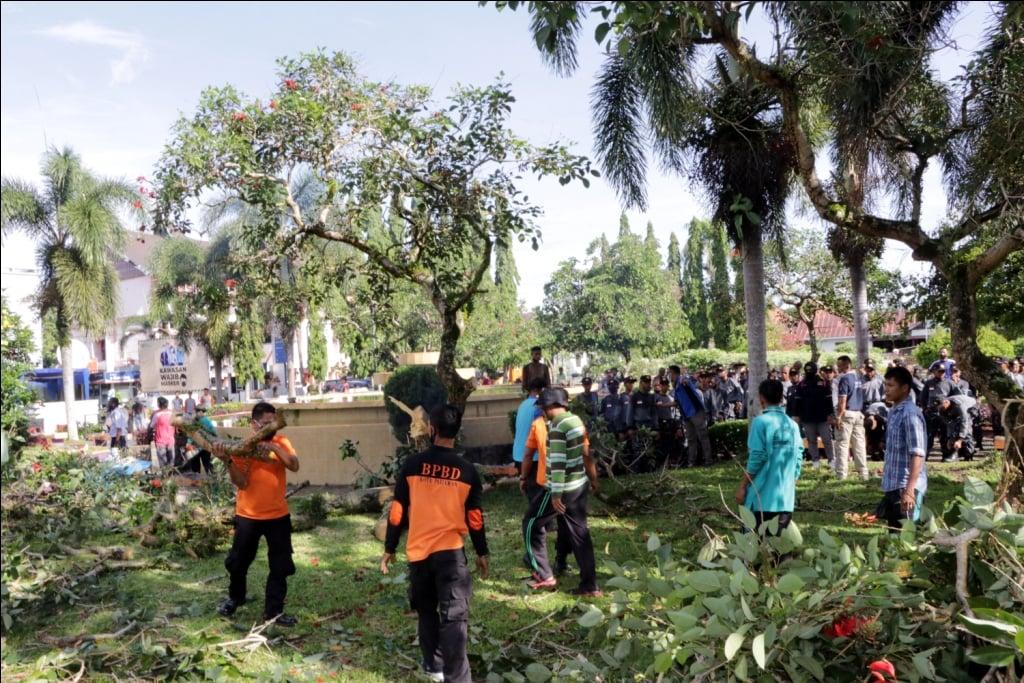100 orang taruna/i  SMKN 3 Pariaman juga berperan